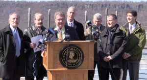 Federal lawmakers fight Hudson anchorages