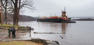 NY governor promises investigation of Hudson River barge grounding