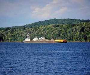 Hudson River shippers, environmental groups far from compromise in anchorage debate